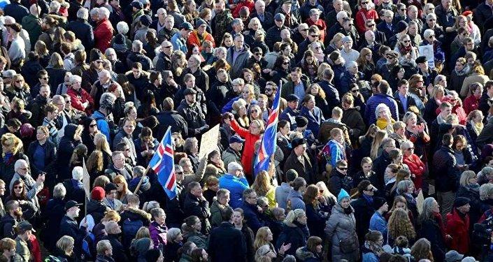 İzlanda'da Panama protestosu