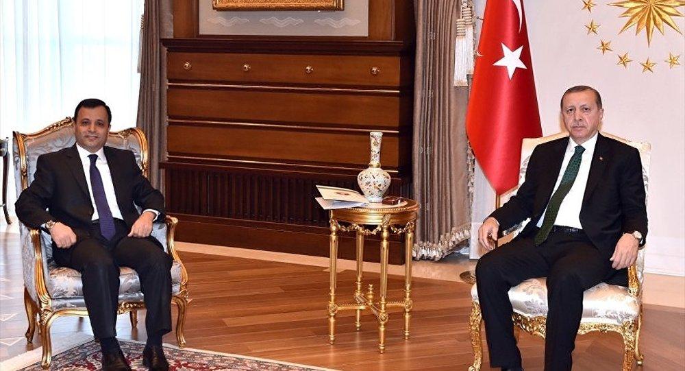 Cumhurbaşkanı Recep Tayyip Erdoğan, Cumhurbaşkanlığı Külliyesi'nde Anayasa Mahkemesi Başkanı Zühtü Arslan'ı kabul etti.