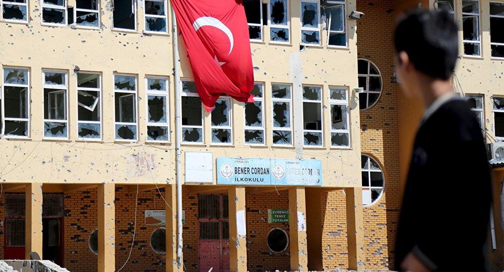 Operasyonların ardından Şırnak'ın İdil ilçesindeki bir okul