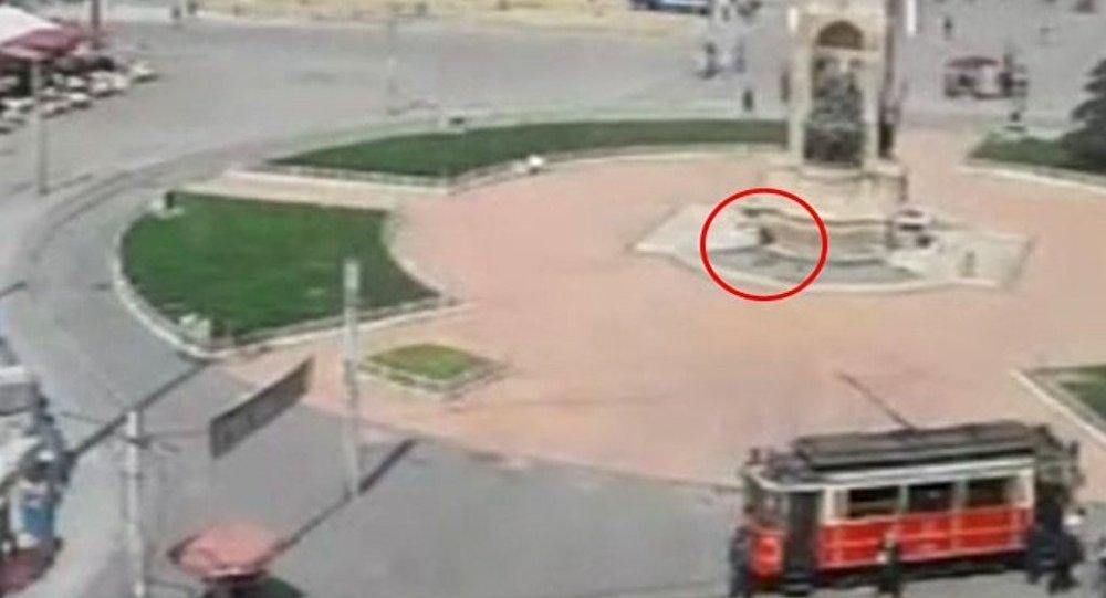 Taksim Meydanı'na gelen bir kişi, Cumhuriyet Anıtı önünde havaya ateş açtı.
