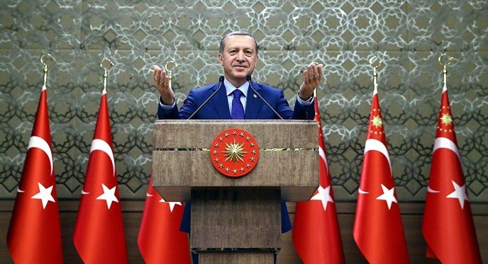 Cumhurbaşkanı Recep Tayyip Erdoğan, Cumhurbaşkanlığı Külliyesi'nde düzenlenen Muhtarlar Toplantısına katılarak konuşma yaptı.