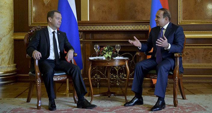 Rusya Başbakanı Dmitriy Medvedev ve Ermenistan Başbakanı Ovik Abramyan