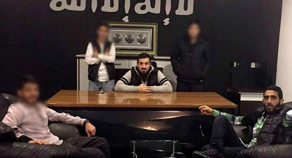 IŞİD'i överek silah satan 'uyuşturucu ile mücadele derneği'ne baskın.