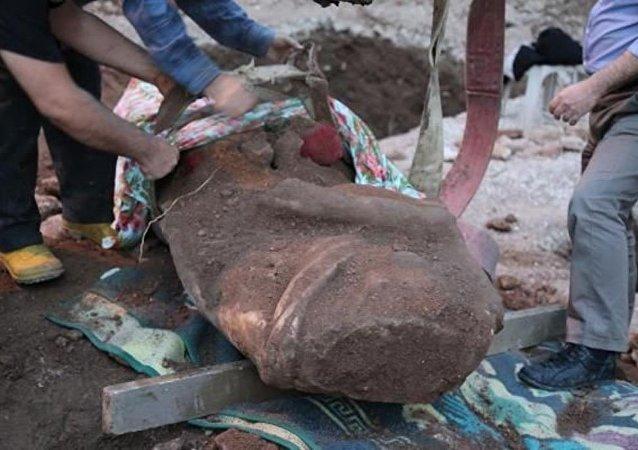 2 bin yıllık başsız kadın heykeli