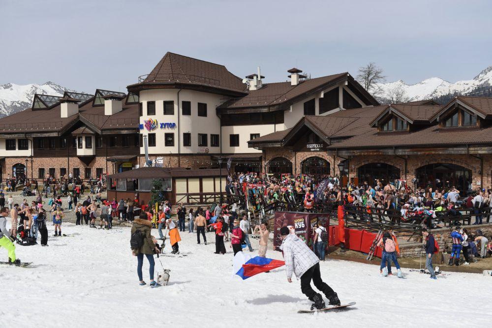Soçi'de mayolu kayak festivali