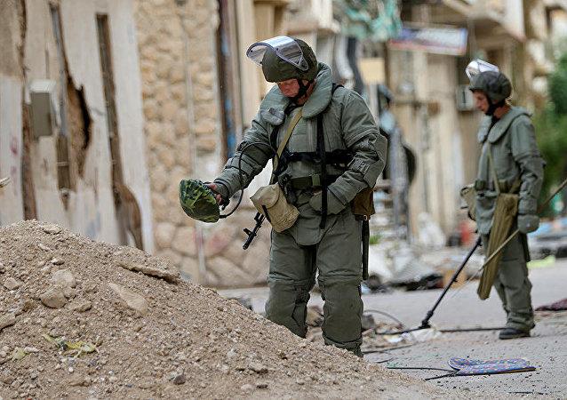 Rus uzmanlar Palmira'yı mayınlardan temizliyor