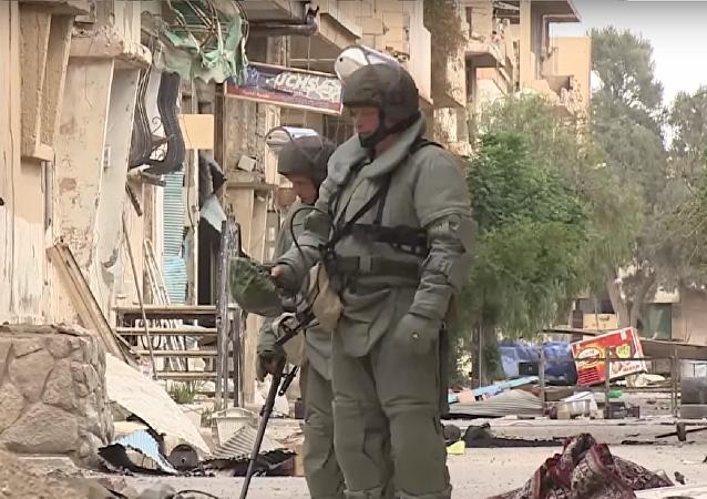 Rus uzmanlar Palmira'dan mayınları 'süpürüyor'