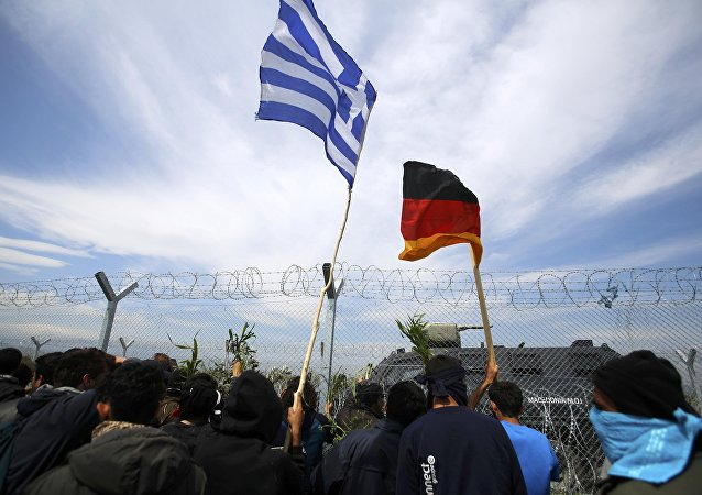 Almanya'ya gitmek için Yunanistan'ın Makedonya sınırındaki İdomeni kasabasında bekleyen sığınmacılar