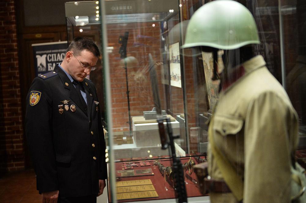 Serginin asıl amacı, ziyaretçileri Rusya'nın en elit askerleri kabul edilen ve Devlet Başkanı Vladimir Putin'in çalışma ofisinin bulunduğu Kremlin Sarayı'nı korumakla görevli alayın zengin tarihiyle tanıştırmak.