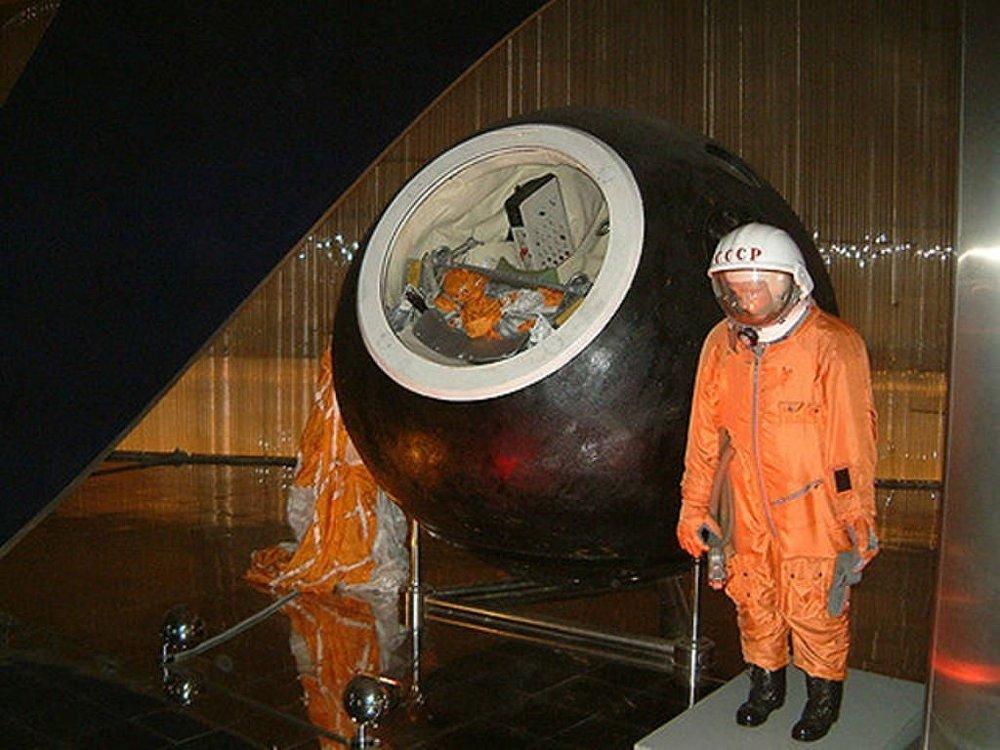 Yuri Gagarin'in uzay kostümü ve iniş yaptığı kapsül