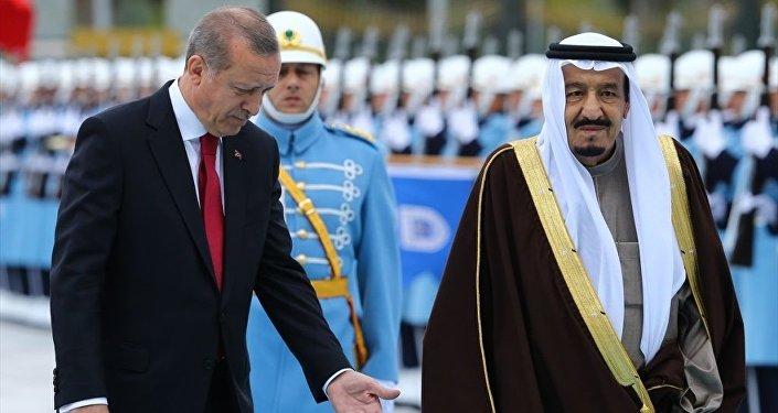 Cumhurbaşkanı Recep Tayyip Erdoğan, resmi ziyaret için Ankara'da bulunan Suudi Arabistan Kralı Selman Bin Abdulaziz'i Cumhurbaşkanlığı Külliyesi'nde törenle karşıladı.