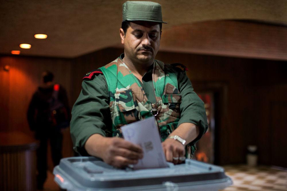 250 sandalyeli Suriye Halk Meclisi için yarışan 11 bin adayın büyük kısmı bağımsız.