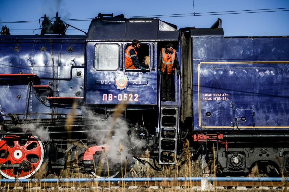 Novgorod'da turistik vintage tren