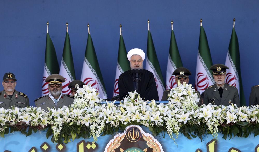 İran'da askeri geçit töreni