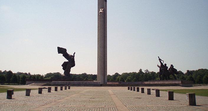 Letonya'nın başkenti Riga'da bulunan Sovyet Zafer Anıtı