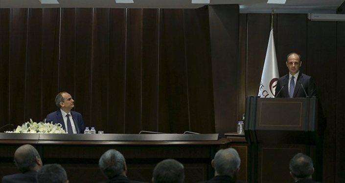 Türkiye Cumhuriyet Merkez Bankası (TCMB) Başkanlığı görev süresi sona eren Erdem Başçı (solda), Banka İdare Merkezi Konferans Salonu'nda düzenlenen törenle görevini Murat Çetinkaya'ya (sağda) devretti.