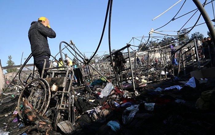 Yunanistandaki sığınmacı kampında yangın 62