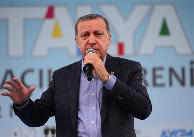 Cumhurbaşkanı Recep Tayyip Erdoğan, Antalya'nın Kepez ilçesinde düzenlenen toplu açılış törenine katılarak vatandaşlara hitap etti.
