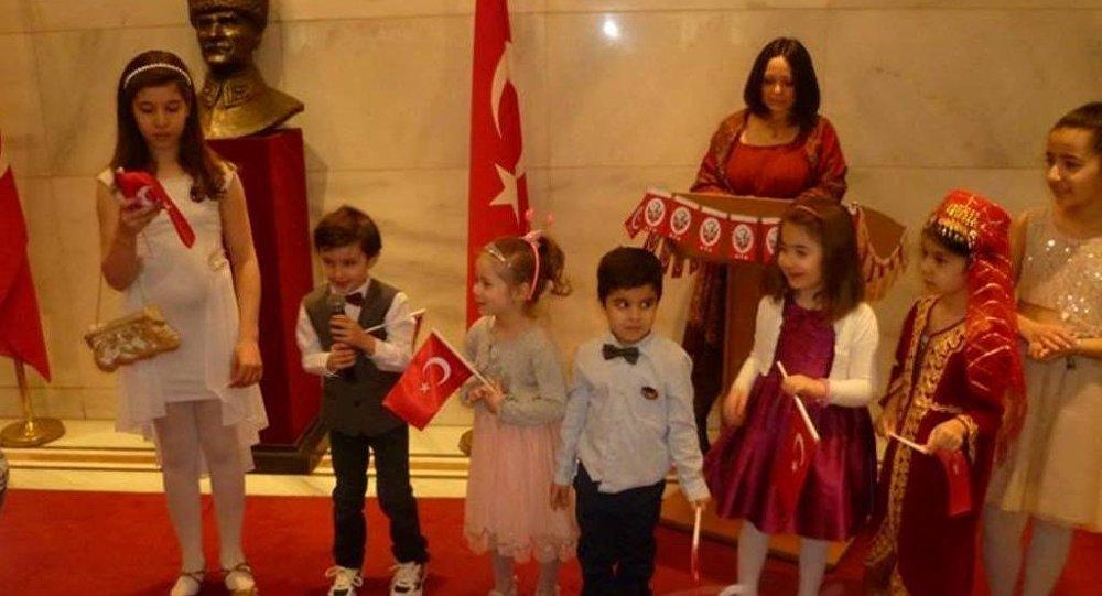 23 Nisan Türkiye Moskova Büyükelçiliği'nde coşkuyla kutlandı