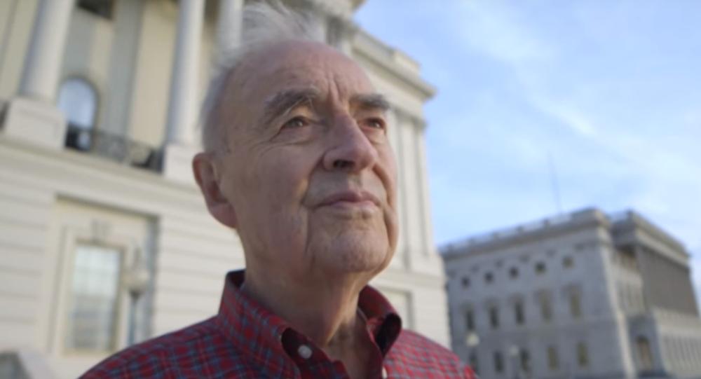 ABD'li 90 yaşındaki eski senatör Harris Wofford, karısının ölümünden yıllar sonra ikinci evliliğini kendisinden 50 yaş küçük bir erkekle yapacağını duyurdu.