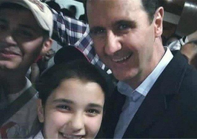 Suriye Devlet Başkanı Beşar Esad ile selfie