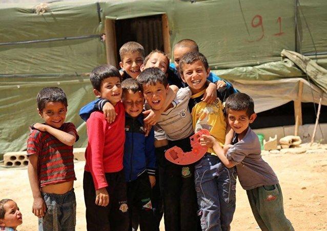 Sputnik, kadrajını göçmenlerin yaşayışlarını gözler önüne sermek için Khash an-Nabi ve Al-Aqidya kamplarına çevirdi.