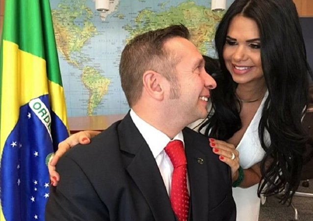 Brezilya yeni Turizm Bakanı Alessandro Teixeira'nın eşi Milena Santos