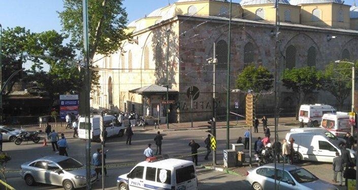 Bursa'da Ulu Camii yakınında patlama meydana geldi.
