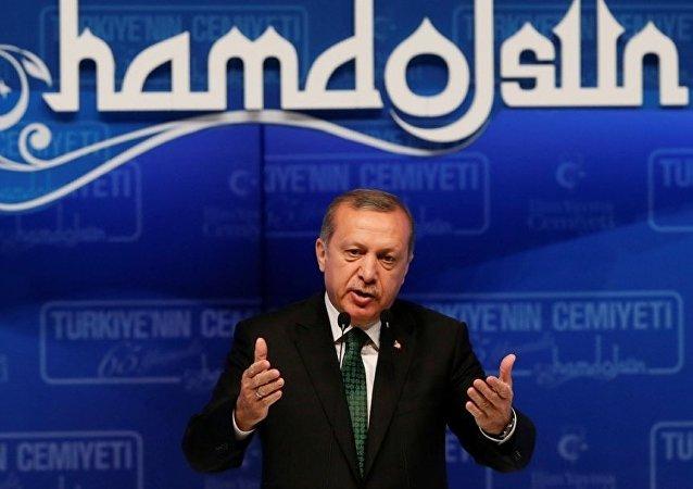 Cumhurbaşkanı Recep Tayyip Erdoğan, Haliç Kongre Merkezi'nde düzenlenen İlim Yayma Cemiyeti'nin 65. Kuruluş Yıl Dönümü Töreni ve 61. Olağan Genel Kurulu'nda konuşma yaptı.