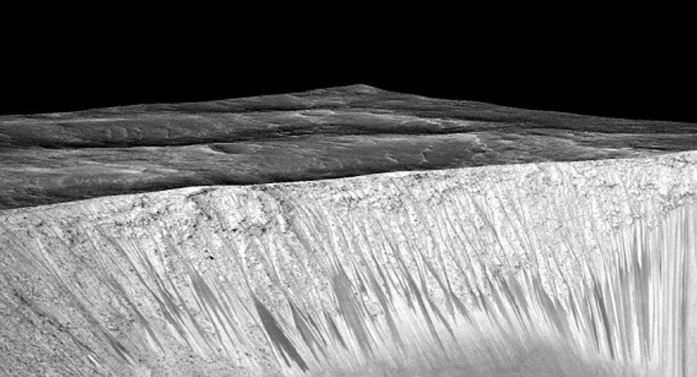 Mars'ın ekvatorunda su tespit edildi