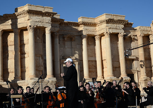 Rusya'nın ünlü Mariinskiy Tiyatro Orkestrası, Palmira'daki tarihi amfitiyatroda bir konser verdi.