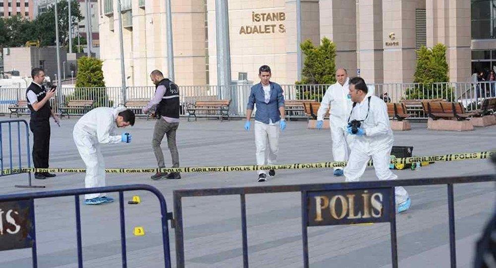 Cumhuriyet Gazetesi Genel Yayın Yönetmeni Can Dündar'a Çağlayan'daki İstanbul Adliyesi'nde silahlı saldırı girişiminde bulunuldu.