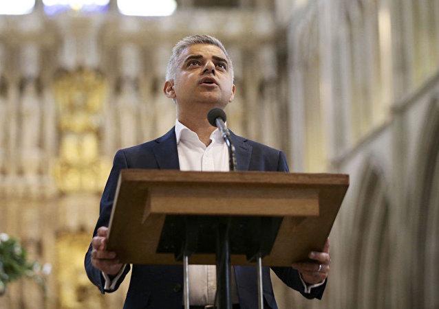 İngiltere'nin başkenti Londra'nın ilk Müslüman Belediye Başkanı Sadiq Khan