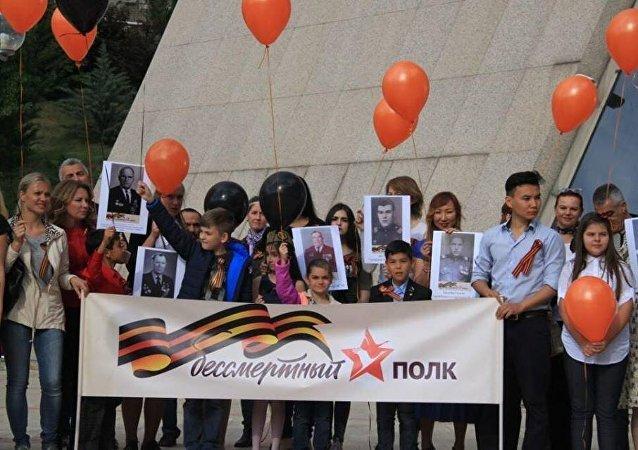 Ankara'da Zafer Bayramı vesilesiyle Rus ve Türk vatandaşlar Ölümsüz Alay'da yürüdü