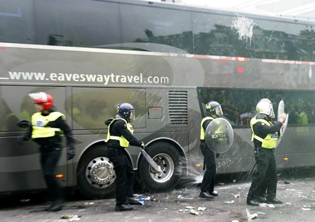 Manchester United otobüsüne saldıranlara ömür boyu men cezası