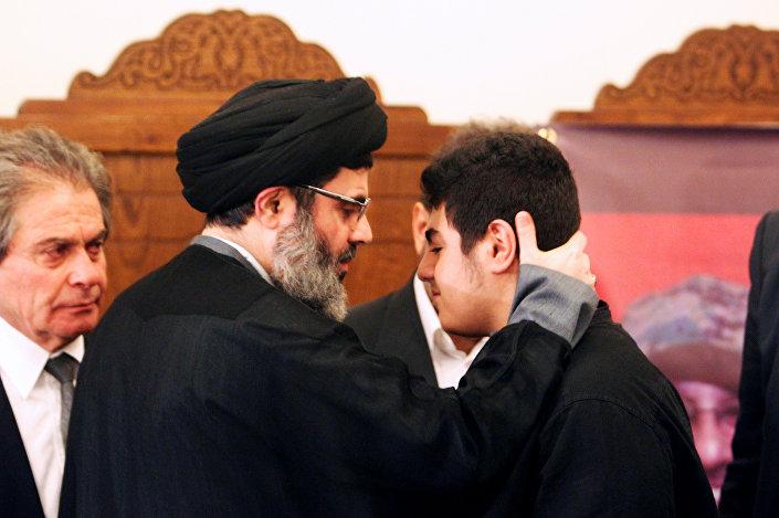 Hizbullah'ın üst düzey yetkilileri, Bedreddin için taziyeleri kabul etti. Yürütme Kurulu Başkanı Seyid Haşim Seyfeddin'in, Bedreddin'in oğlu Ali'ye sarılıp teselli etmeye çalışması da kameralara yansıdı.