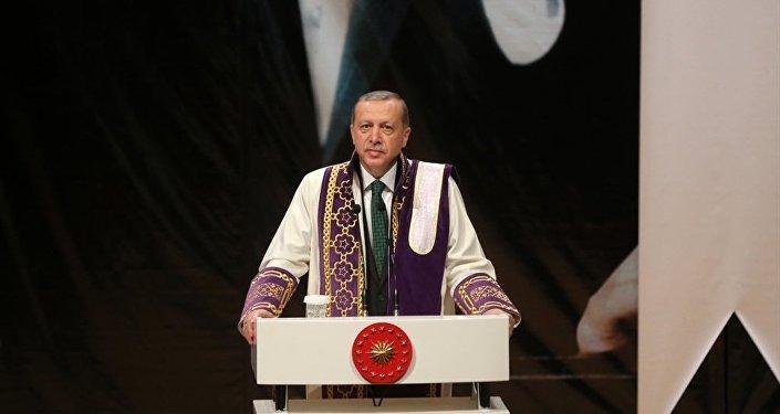 Cumhurbaşkanı Recep Tayyip Erdoğan, Kocaeli Üniversitesinde toplu açılış ve fahri doktora tevcih törenine katıldı.