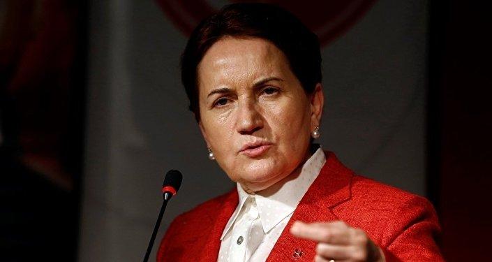 Meral Akşener, MHP'de yapılması istenen olağanüstü kurultaya ilişkin Ankara'da bir otelde basın açıklaması yaptı.