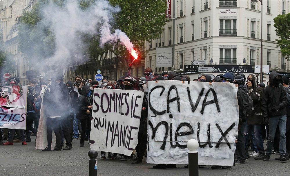 Fransa'daki eylemlerde, büyük çoğunluğu gençler oluşturuyor.