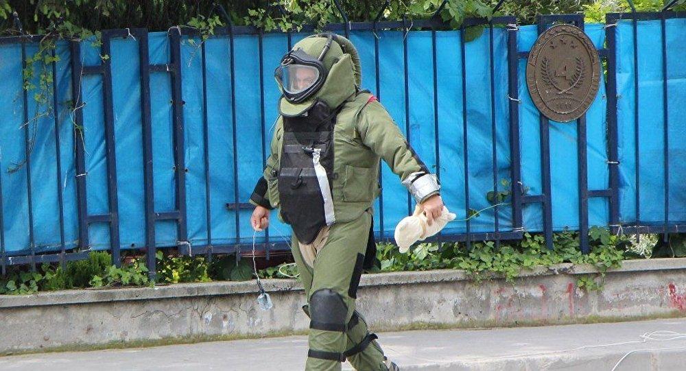 Bolu'da, Garnizon Komutanlığı ve Orduevi'ni çevreleyen bahçe duvarı üzerindeki oyuncak ayı bomba paniğine neden oldu.