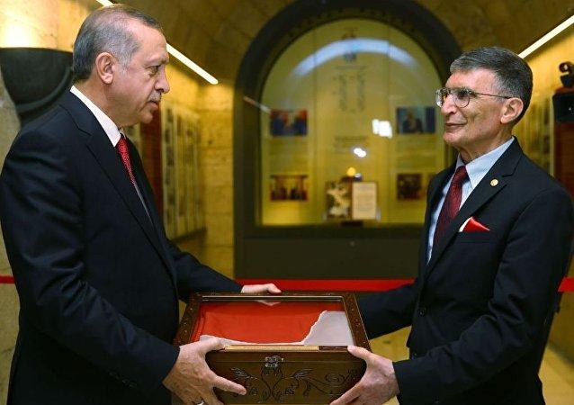 Cumhurbaşkanı Recep Tayyip Erdoğan, Prof. Dr. Aziz Sancar'ın Nobel Ödülü'nü Anıtkabir'e Takdim Töreni'ne katıldı.