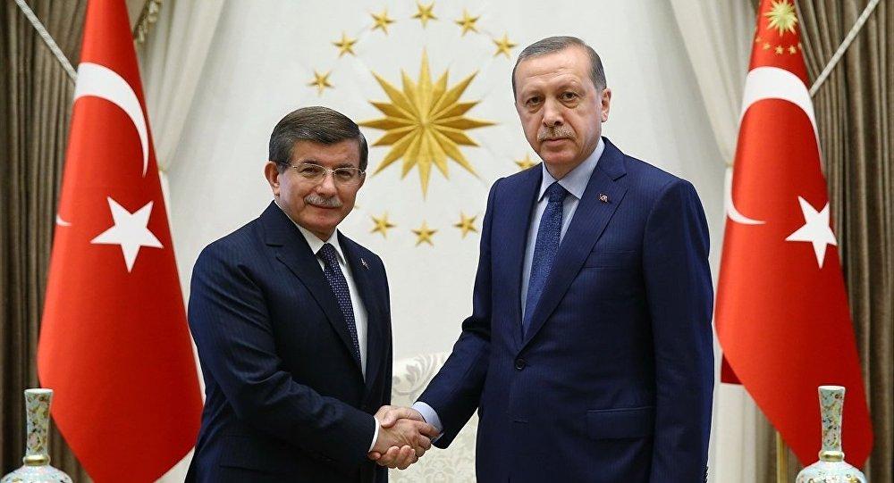 Ahmet Davutoğlu ve Cumhurbaşkanı Recep Tayyip Erdoğan.