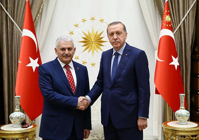 AK Parti Genel Başkanı Binali Yıldırım ve Cumhurbaşkanı Recep Tayyip Erdoğan.