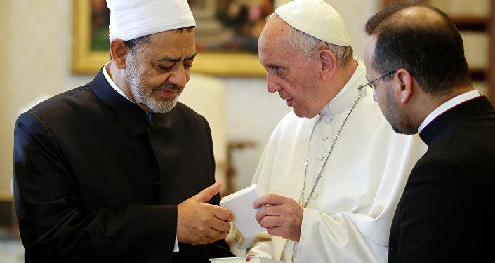 Papa Francis - Mısır'daki El Ezher Üniversitesi'nin Baş İmamı Şeyh Ahmed el Tayib