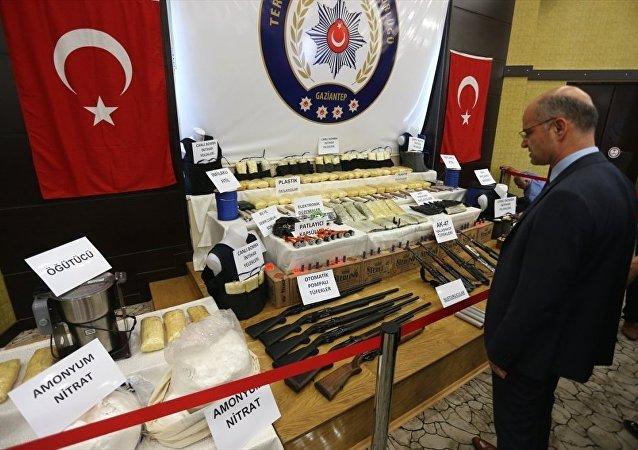 Gaziantep Emniyet Müdürlüğü Terörle Mücadele Şube Müdürlüğünde kentte düzenlenen IŞİD operasyonlarıyla ilgili basın toplantısı yapıldı.
