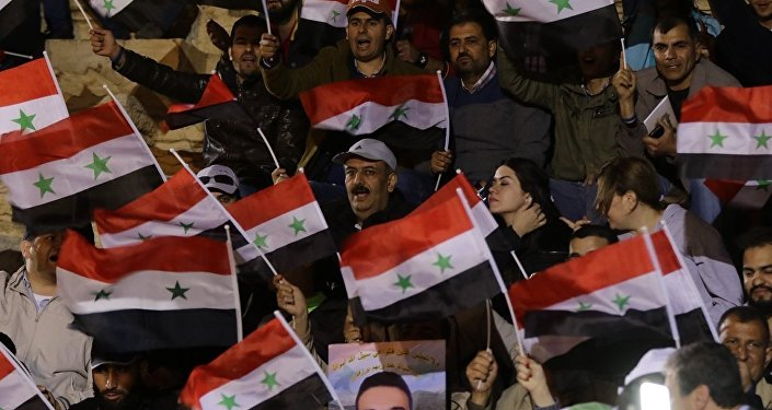 Suriye bayrakları - Palmira'da konser