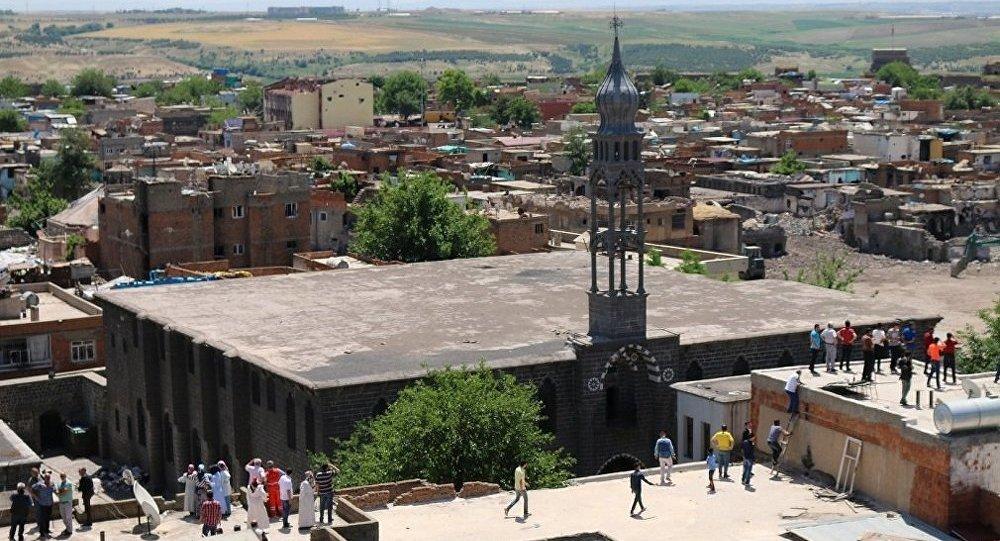 Diyarbakırda çocukların bulduğu cisim patladı: 2 yaralı