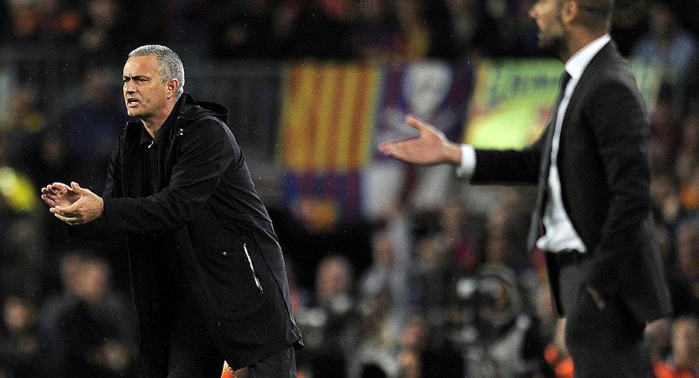 Jose Mourinho (Real Madrid) ve Josep Guardiola'nın (Barcelona) karşı karşıya geldikleri bir maç.