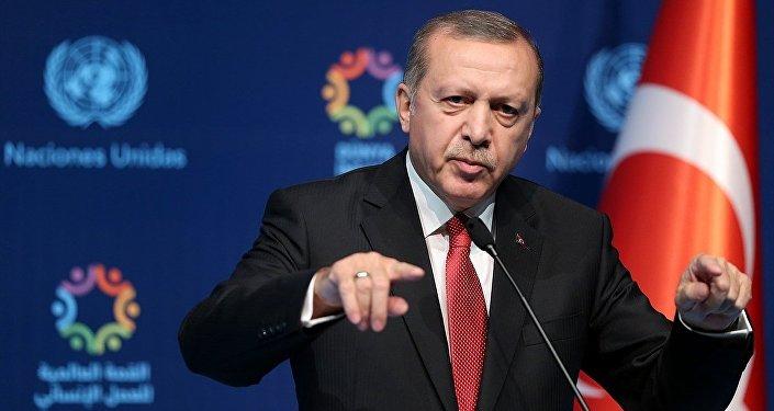 Cumhurbaşkanı Recep Tayyip Erdoğan (fotoğrafta) ve Birleşmiş Milletler (BM) Genel Sekreteri Ban Ki-mun, Dünya İnsani Zirvesi'nin kapanışı nedeniyle Muhsin Ertuğrul Tiyatrosu'nda basın toplantısı düzenledi.