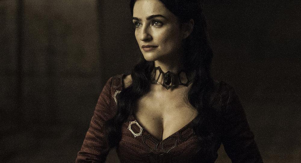 'Game of Thrones'un 6. sezonunda ortaya çıkan yeni kızıl rahibe Kinvara.